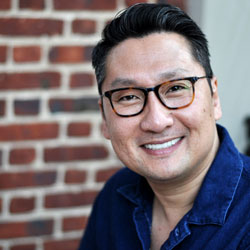 Headshot of Robert Yi